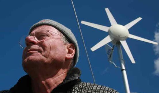 En Over-Admiral-Flotille-Koordinator-På-Prøve med vindturbine